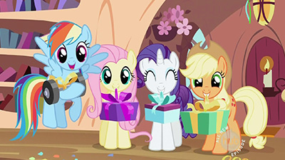 "Best ""not even trying here"" wrapping prize goes to Rainbow Dash. 10/10."