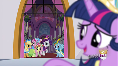 See? Twilight's not in focus but her friends are! Hah! That said, Twilight was pretty rad this episode, not gonna lie.